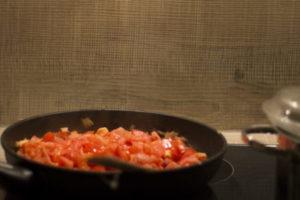 Bandnudeln mit Tomaten-Sahnesoße
